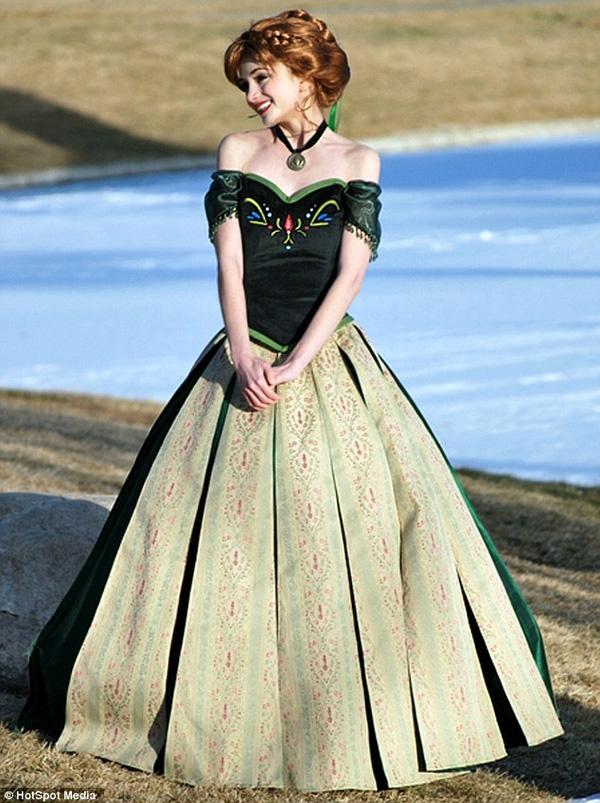 Với 17 bộ váy và 16 bộ tóc giả được đầu tư kỹ lưỡng, dường như Sarah có thể hóa thân thành bất cứ nàng công chúa nào.