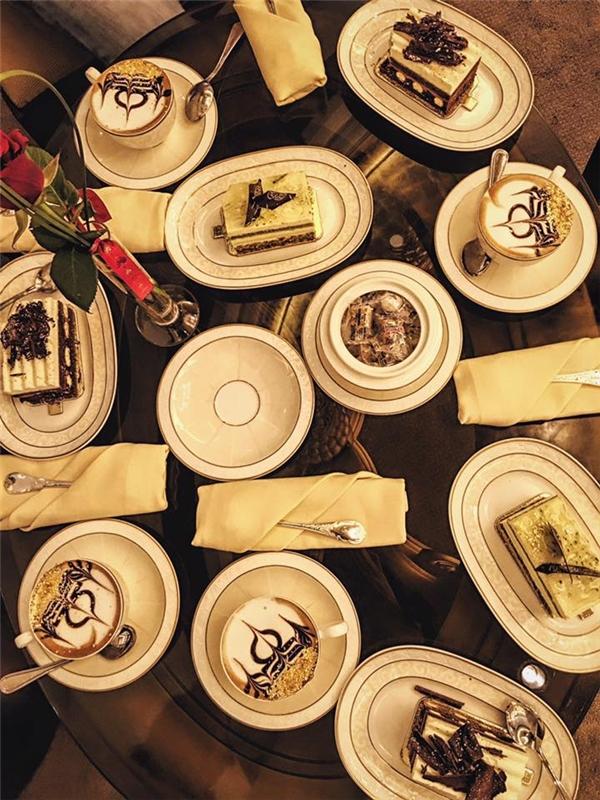 Huyền My ăn bánh dát vàng ở khách sạn 8 sao - Tin sao Viet - Tin tuc sao Viet - Scandal sao Viet - Tin tuc cua Sao - Tin cua Sao