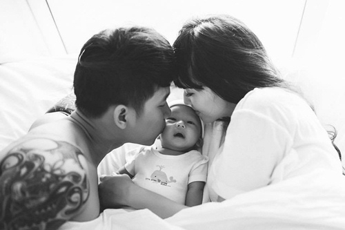 Lê Hoàng dành trọn tình yêu cho Việt Huê và bé Chip - thành viên nhí vừa về với gia đình anh trong năm qua. - Tin sao Viet - Tin tuc sao Viet - Scandal sao Viet - Tin tuc cua Sao - Tin cua Sao