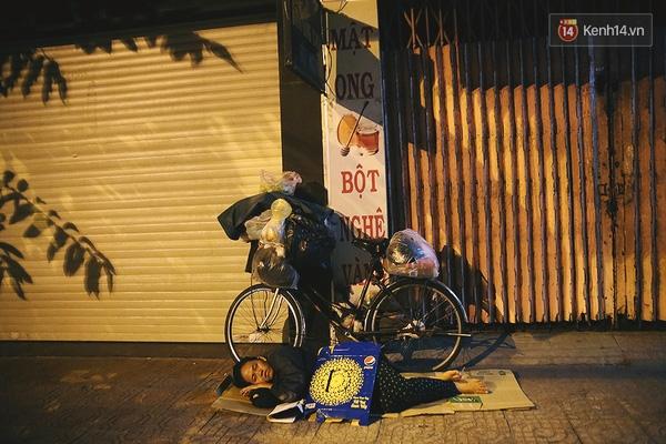 Và đó là cách người Sài Gòn chia sẻ niềm vui với những người đang phải vất vả mưu sinh ở chốn phồn hoa này.