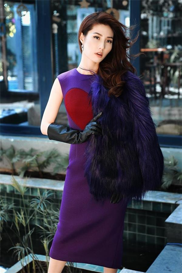 Họa tiết tim to bản tạo điểm nhấn cho phom váy đơn giản, thanh lịch.