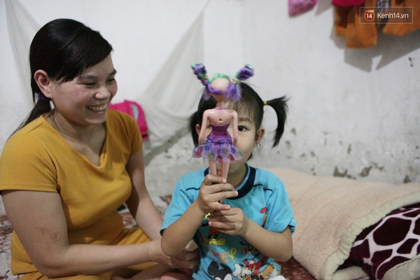 Dù cuộc sống vật chất còn nhiều thiếu thốn nhưng chị Thơm nói mình rất hạnh phúc mỗi khi nghĩ đến hoặc được ở bên con gái.