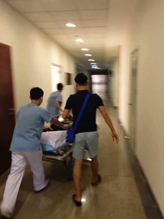 """Tuy nhiên, theo các bác sĩ tại bệnh viện Quế Vân điều trị cho biết cô nhập viện trong tình trạng không đáng lo ngại và đã xuất viện ngay sau đó không lâu. Thông tin này khiến nhiều người cho rằng đây chỉ là một chiêu trò mới, gây chú ý dư luận của """"bà mẹ hai con"""" Quế Vân. - Tin sao Viet - Tin tuc sao Viet - Scandal sao Viet - Tin tuc cua Sao - Tin cua Sao"""