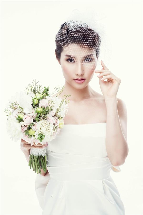 Diện váy cưới đuôi cá ôm sát, cô dâu Bình Minh thu hút ánh nhìn với nét đẹp gợi cảm, quyến rũ. - Tin sao Viet - Tin tuc sao Viet - Scandal sao Viet - Tin tuc cua Sao - Tin cua Sao