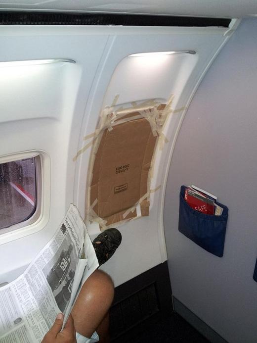 Khi cửa máy bay bị hỏng. (Ảnh: Internet)