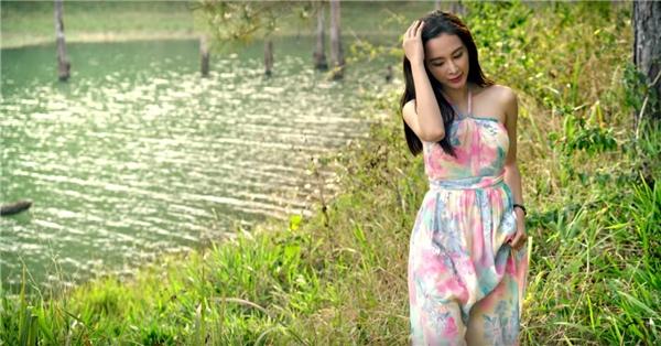 Diễn xuất tự nhiên, linh hoạt của Angela Phương Trinh trong trailer khiến nhiều khán giả háo hức mong chờ phim ra rạp. - Tin sao Viet - Tin tuc sao Viet - Scandal sao Viet - Tin tuc cua Sao - Tin cua Sao