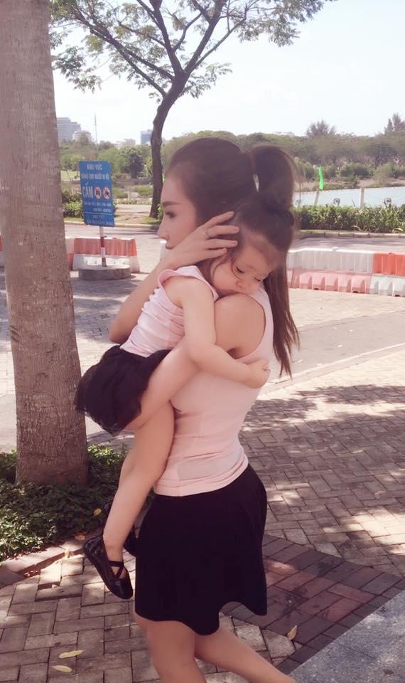 Hai mẹ con Elly Trần - Cadie Mộc Trà tiếp tục đốn tim fan - Tin sao Viet - Tin tuc sao Viet - Scandal sao Viet - Tin tuc cua Sao - Tin cua Sao