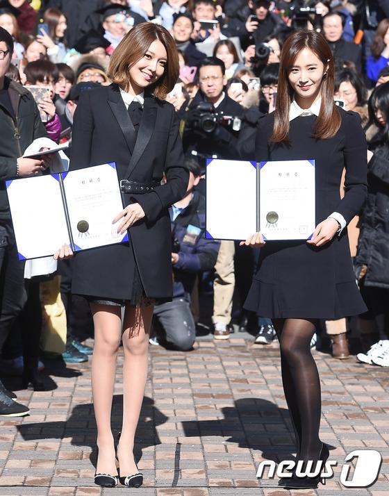 Park Shin Hye, Yuri và Sooyoung rạng rỡ ngày tốt nghiệp