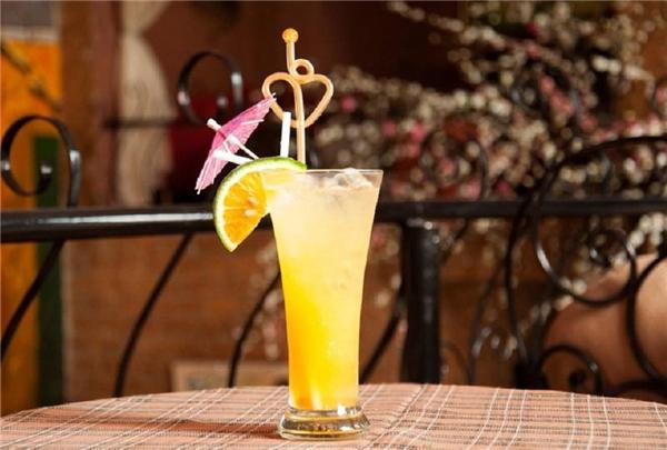 Một li nước cam được tính ở SG Coffee với mức giá 110.000 đồng. (Ảnh minh hoạt)