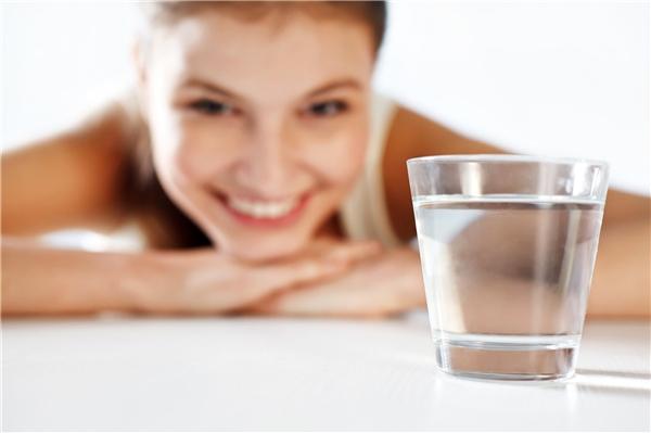 Hơn 70% cơ thể là nước. (Ảnh: Internet)