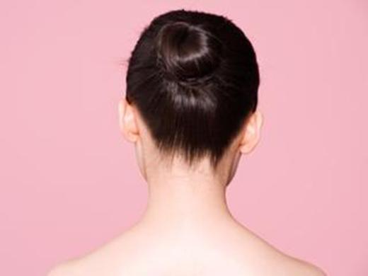 Hãy tham khảo những cách buộc tóc không gây căng tức da đầu mà vẫn giúp bạn trở nêngọn gàng, xinh đẹp. (Ảnh: Internet)