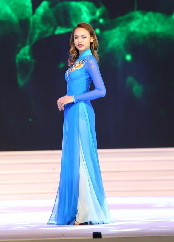 """Trước khi tham gia Asia's Next Top Model 2016, Quỳnh Mai từng gây ấn tượng tại Hoa hậu Hoàn vũ Việt Nam 2015 với biệt danh """"ngọc trai đen"""". Mặc dù có chỉ số hình thể vượt chuẩn nhưng phong thái trình diễn của Quỳnh Mai vô cùng cuốn hút. Thậm chí, cô còn được dự đoán sẽ đoạt ngôi Á hậu 2. Tuy nhiên, khán giả vô cùng tiếc nuối khi người đẹp 9x còn không có mặt trong top 15 chung cuộc."""