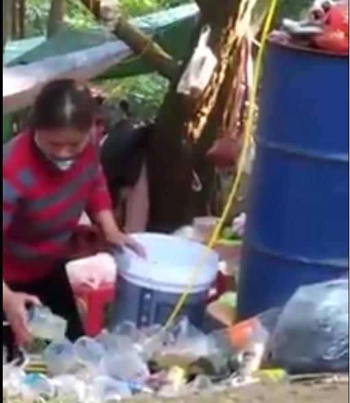 Kinh hoàng nước mía bẩn được bán công khai cho du khách