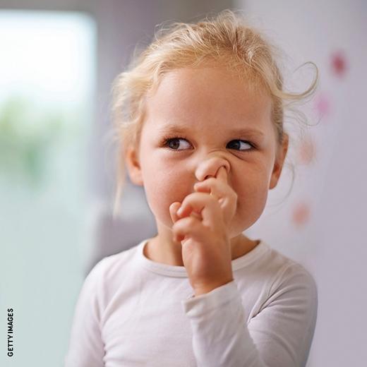 Hãy luôn tay luôn chân để không có thời gian nghĩ đến việc ngoáy mũi nữa. (Ảnh: Getty Images)