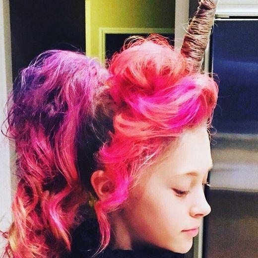 Cô gái này đã tạo nên được một tuyệt tác kìlân bằng bộ tóc rực rỡ của mình. (Ảnh: Internet)