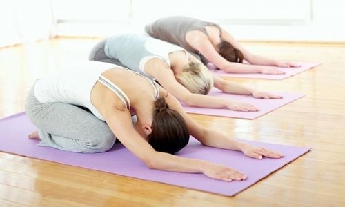 Lau chùi thảm yogathường xuyên để hạn chế mầm bệnh và giúp nó sạch sẽ hơn (Ảnh: Internet)