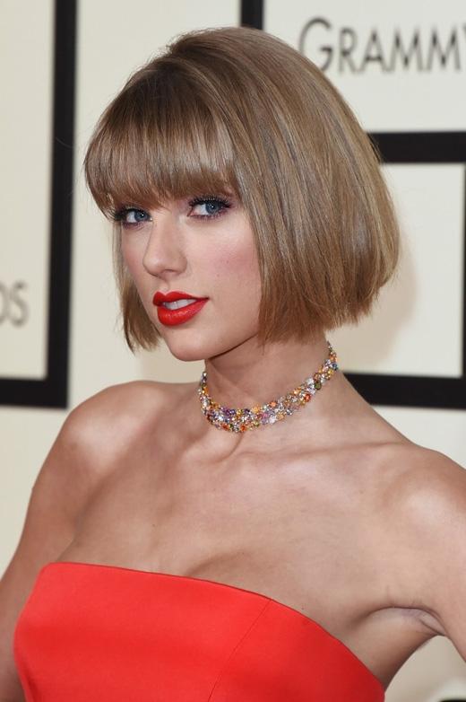 Hình ảnh mới lạ của Taylor Swift tại Grammy năm nay. (Ảnh: Getty Images)