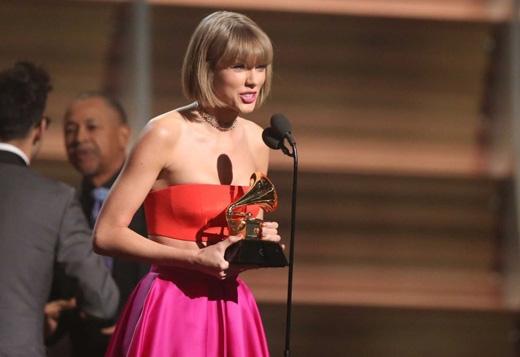 Taylor đá xéoKanye Westtrong phát biểu nhận giải.(Ảnh: Getty Images)