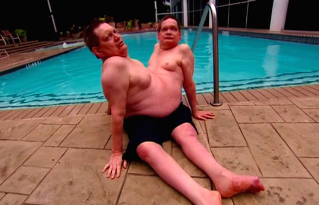 Hai anh em họ vẫn thường bơi lội. (Ảnh: Internet)