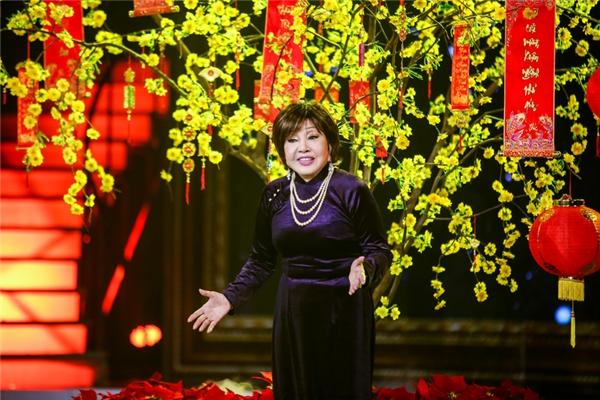 Nữ nghệ sĩ chia sẻ rằng, bà cũng chắt chiu, dành dụm được tiền để mua được một căn nhà tại trung tâm Sài Gòn, nhưng là để dành cho con. Còn bà thì đến cuối cuộc đời lại sống quạnh hiu trong một căn nhà nhỏ đơn sơ. - Tin sao Viet - Tin tuc sao Viet - Scandal sao Viet - Tin tuc cua Sao - Tin cua Sao