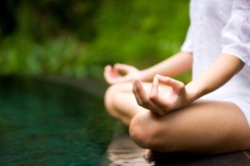 Người Nhật thường có thói quen tập yoga vào buổi sáng để tĩnh tâm và rèn luyện sự dẻo dai.(Ảnh: Internet)