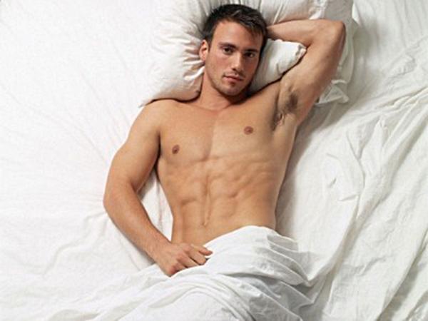 Sinh línam giớisẽ được cải thiện đáng kể nếu bạn không mặc đồ khi ngủ. (Ảnh: Internet)