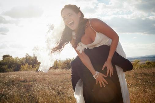 5 khác biệt giữa mối quan hệ không vấn đề và cặp đôi hạnh phúc