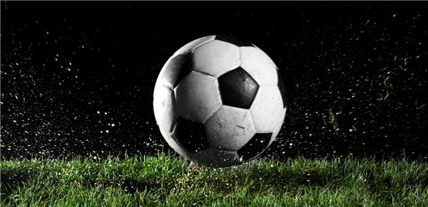 Bà còn cho rằng bóng đá đã tiếp tay cho các hành vi vô đạo đức và một số tội lỗi khác, chẳng hạn như văng tục, bạo lực, cờ bạc, rượu chè…(Ảnh: Internet)