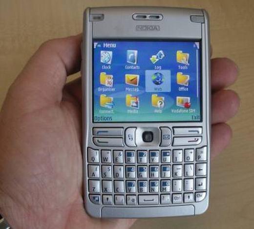 """Dòng E cũng được giới doanh nhân sử dụng nhiều, đặc biệt là chiếc E61 nhờ hiệu năng cao, chạy trên hệ điều hành Symbian """"đỉnh"""" nhất thời bấy giờ. (Ảnh: Internet)"""