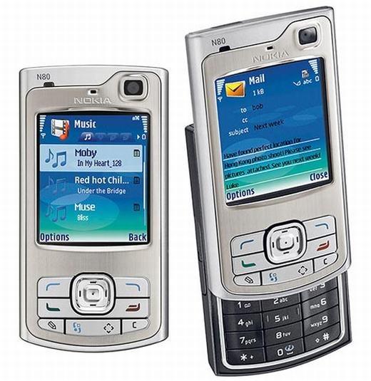 Tương tự, chiếc Nokia N80 cũng có mặt của cấu hình mạnh mẽ với vi xử lý lõi kép ARM 9 220 Mhz, ram 64MB và cũng có kết nối Wi-Fi.