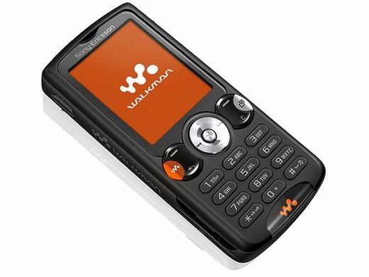 Sony Ericssoncòn tung ra chiếc W810với khả năng nghe nhạc đỉnh cao. Máy có thể lưu rất nhiều nhạc với bộ nhớ trong lên đến 4GB, hơn cả một số smartphone những năm 2012. (Ảnh: Internet)