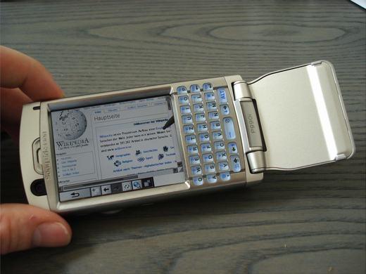 """Chiếc P990 cũng là cái tên không thể nào quên. Nó được các chuyên gia công nghệ mệnh danh là """"biểu tượng"""" thời điểm đó. (Ảnh: Internet)"""