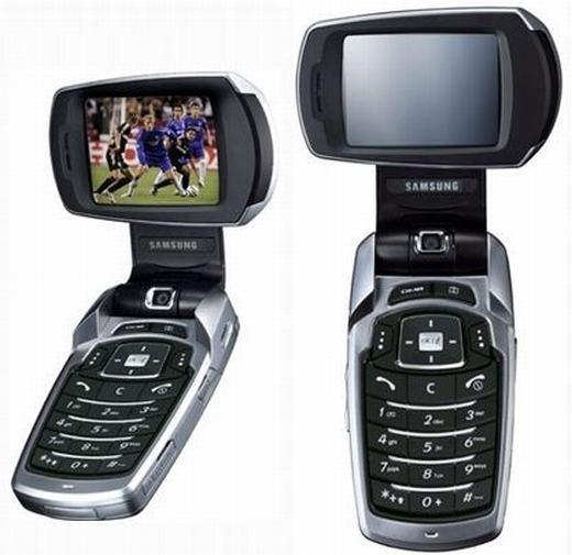 Bạn còn nhớ 2 chiếc smartphone có anten này? Đó là P900 và P910 của Samsung. Và bên cạnh anten, nó còn có khả năng xoay 90 độ, mục đích là để xem truyền hình tốt hơn. (Ảnh: Internet)