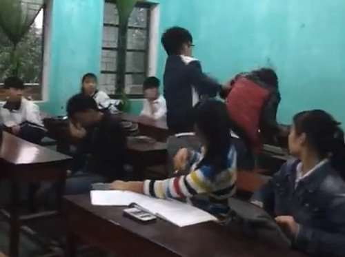 Sự thật về clip nữ sinh bị đánh vì xúc phạm mẹ bạn cùng lớp