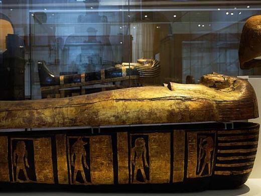 Hình ảnh khiến người ta liên tưởng đến quan tài đặt xác ướp của người Ai cập cổ. (Ảnh: Internet)