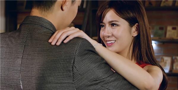 Hot girl Tú Linh lần đầu tham gia MV ca nhạc.