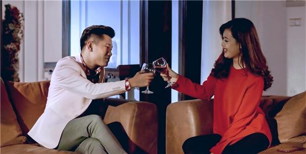 Cốt truyện của MV Wish là những mẩu chuyện tình buồn của các nhân vật chính lần lượt là những thành viên OPlus.