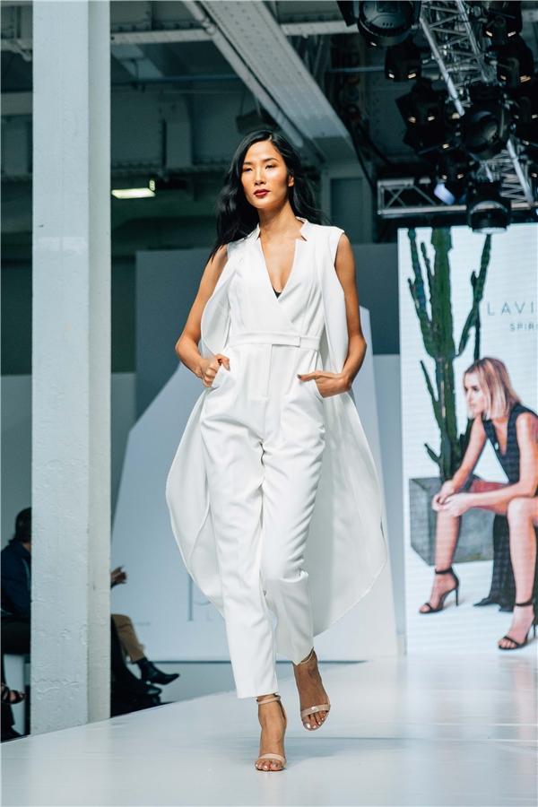 Hoàng Thùyxứng đáng là một trong những người mẫu Việt Nam mang đẳng cấp Quốc tế.