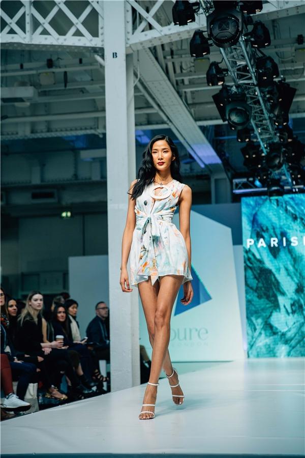 Giờ đây, với một thân hình chuẩn mực của một người mẫu quôc tế,Hoàng Thùy có thểthỏa sức vùng vẫy trên khắp các kinh đô thời trang của thế giới.