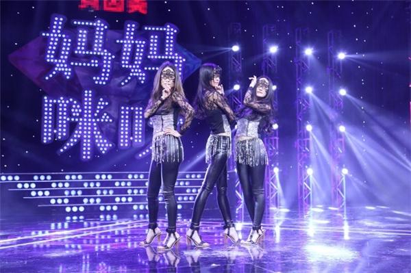 Qin cùng 2 con gái cũng xuất hiện trên chương trình Tìm kiếm tài năng Trung Quốc.