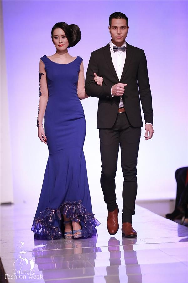 Tiến Đoàn diện bộ vest đen lịch lãm xuất hiện ở vị trí mở màn cùng người mẫu Lisa đến từ Nhật Bản. Đây là 2 thiết kế nằm trong bộ sưu tập Lover của nhà thiết kế Andres.