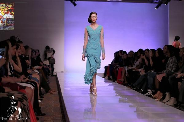 Tham dự show diễn chung với Tiến Đoàn còn có nhiều người mẫu quốc tế. Các thiết kế trong bộ sưu tập đề cao sự nữ tính, sang trọng, đẳng cấp.