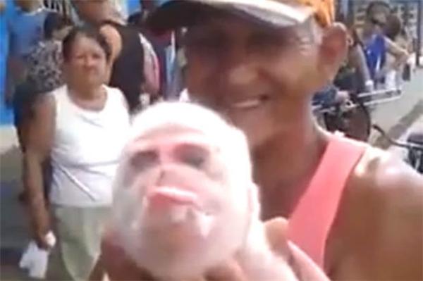 Chú heo mang gương mặt khỉ ở Cuba. (Ảnh: Internet)