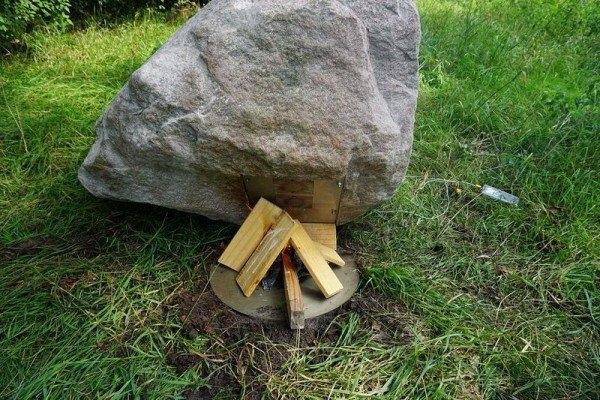 Viên đá có bề ngoài bình thường...