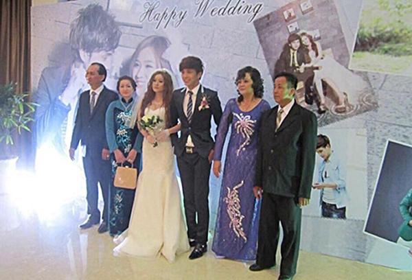Cô dâu, chú rể chụp cùng gia đình hai bên. (Ảnh: Internet) - Tin sao Viet - Tin tuc sao Viet - Scandal sao Viet - Tin tuc cua Sao - Tin cua Sao