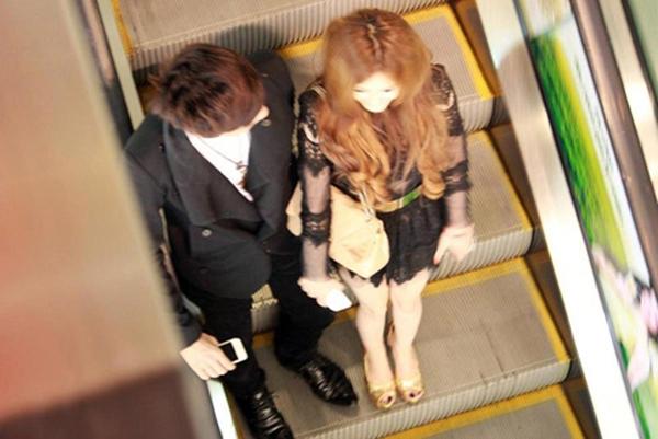 Tháng 1/2013, trước đám cưới của hai người, các tay săn ảnh từng bắt gặp Hồ Quang Hiếu và Ivy hẹn hò thân mật tại một trung tâm thương mại. (Ảnh: Internet) - Tin sao Viet - Tin tuc sao Viet - Scandal sao Viet - Tin tuc cua Sao - Tin cua Sao