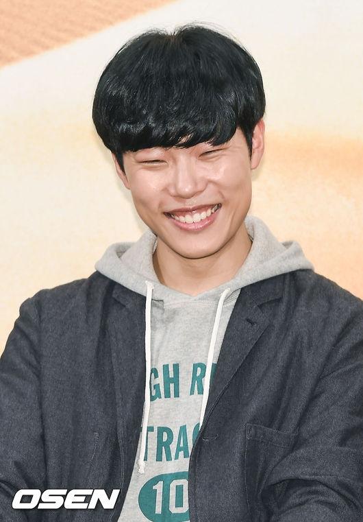 """""""Hwan mặt cún"""" Ryu Jun Yeol"""