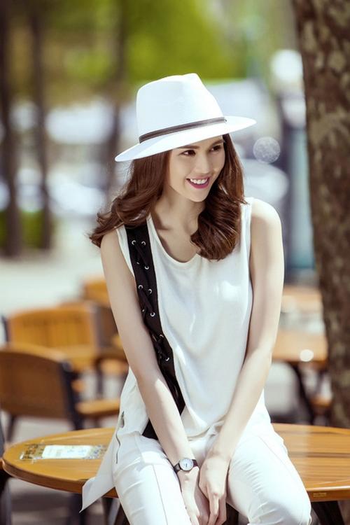 Trong khi đó, những chiếc mũ có vành hẹp hơn cùng đỉnh mũ phẳng sẽ giúp các cô gái trông cá tính, mạnh mẽ hơn hẳn.