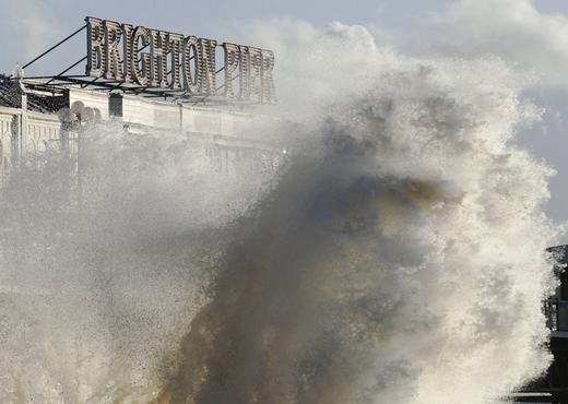 Cảnh tượng ghi lại ở bến tàu Brighton, miền nam nước Anh vào ngày 15/12/2011. (Ảnh: NOAA)
