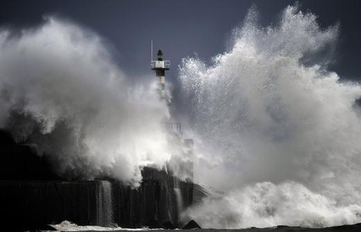 Cảnh tượng xảy ra trên bờ biển San Esteban de Pravia, bắc Asturias, Tây Ban Nha vào ngày24/2/2015. (Ảnh: Smithsonian)